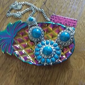 Beautiful turquoise colored necklace NWT